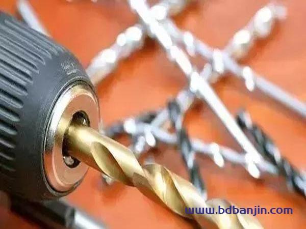 钻孔步骤和提高钻孔精度的方法